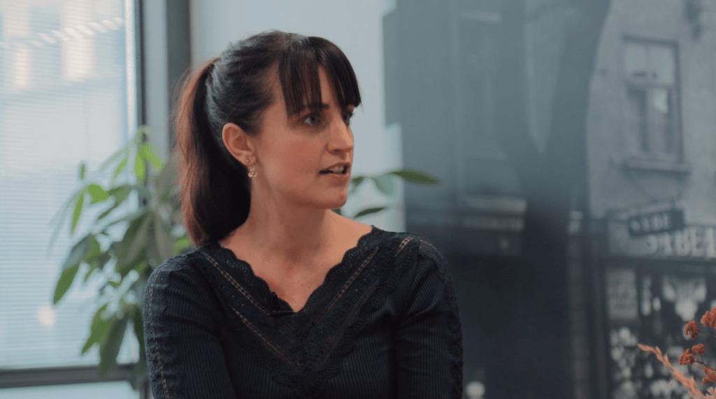 Louise Bomholtz snakker