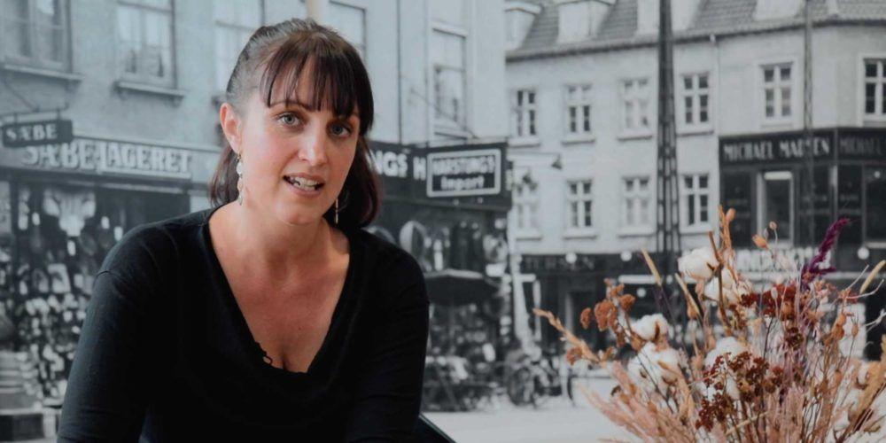 Louise Bomholtz med baggrund